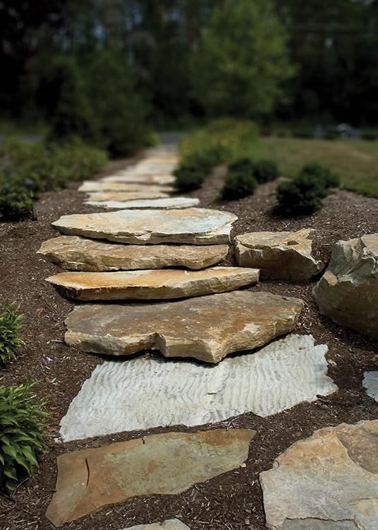 chemin de jardin en pierre decoration exterieur chemin en. Black Bedroom Furniture Sets. Home Design Ideas