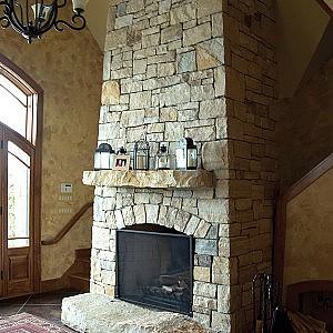 Foyer en pierre naturelle