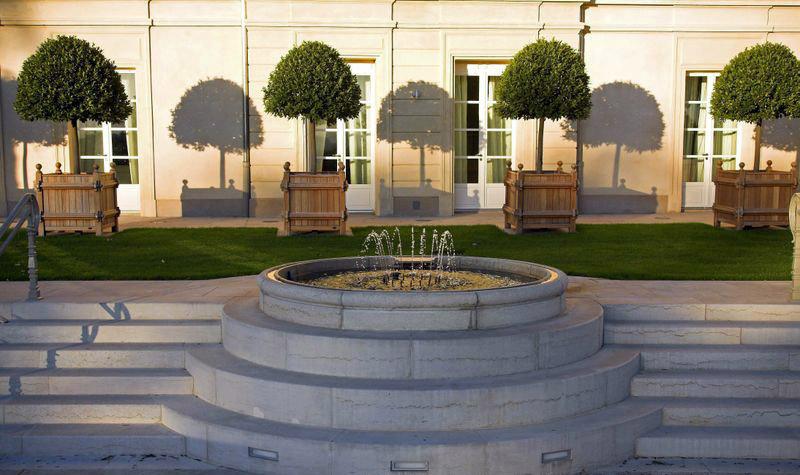 fontaine en pierre naturelle