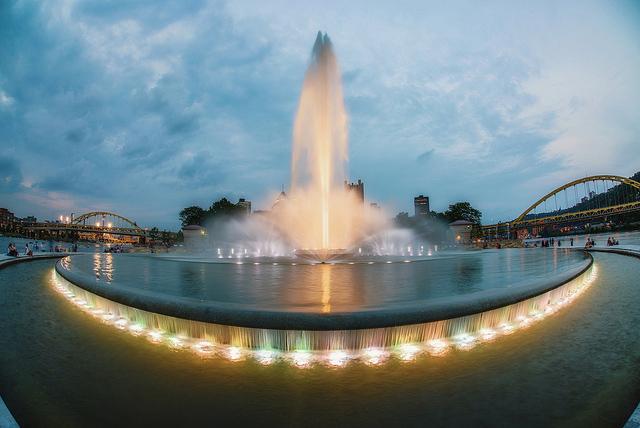 fontaine en granite pittsburgh