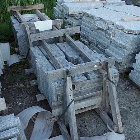 pave en granite caledonia